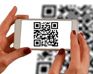 mit-QR-Code-zahlen-web